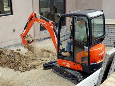 Kubota mini excavator digga doing work