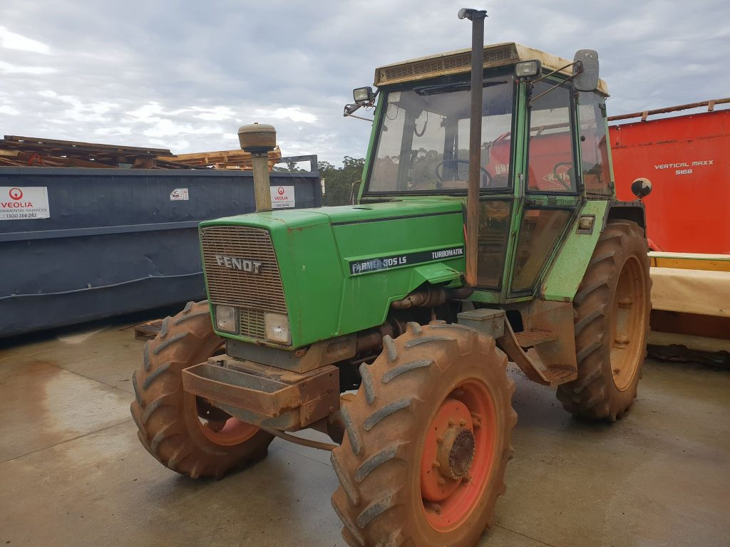 Used Fendt 305 LS Tractor